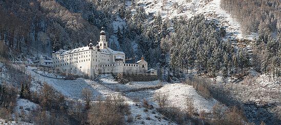 Das Kloster Marienberg im Winter