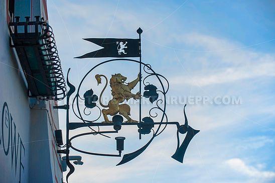 Wirtshausschild des Goldenen Löwen in Montan