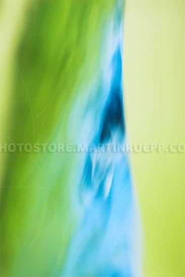 Fließendes Wasser grün blau