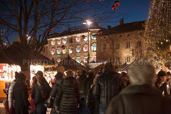 Am Christkindlmarkt Brixen