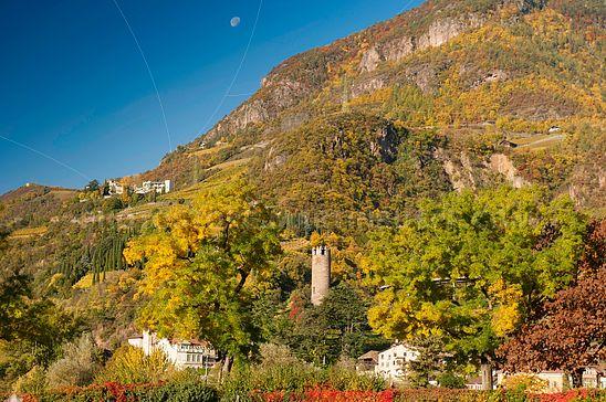 Landschaft um den gscheibten Turm im Norden von Bozen