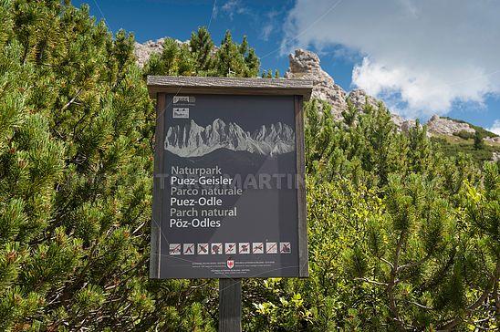 Schild im Naturpark Puez-Geisler