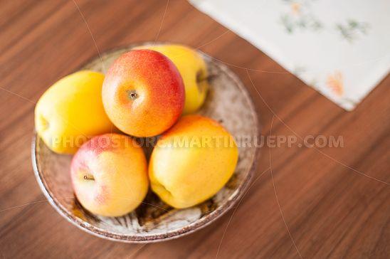 Obstschüssel mit Äpfeln