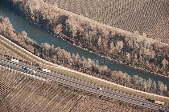 Brennerautobahn und Etsch bei Pfatten