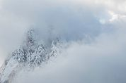 Der Langkofel im Nebel