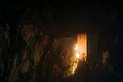 Leuchtendes Herz-Jesu-Feuer vor der Burg Neuhaus, Terlan