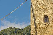 Bergfried und Tibetfahne