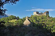 Blick zu St. Stefan und Burg Obermontani