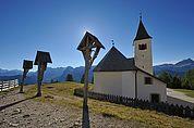 Kreuze und Wallfahrtskirche La Crusc