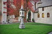 Lichtsäule im alten Friedhof Brixen