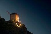 Herzjesu-Feuer bei der Burg Neuhaus, Tramin