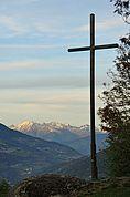 Kreuz vor Berglandschaft