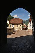 Blick durch das Schludernser Tor in Glurns