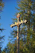 Holzkreuz mit Leidenssymbolen