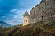Ringmauer und Turm von Schloss Summersberg