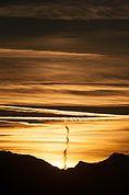 Kondensstreifen am Abendhimmel