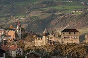 Schloss Summersberg und Pfarrkirche St. Martin in Gufidaun