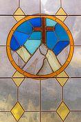 Kirchenfenster der Kapelle am Grödner Joch