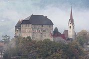 Schloss Summersberg und Pfarrkirche Gufidaun